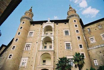 palazzo_ducale_di_urbino_2.jpg